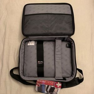 SwissGear Bags - BRAND NEW SwissGear Laptop Bag